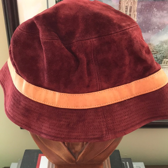 Coach red suede bucket hat - size X/L